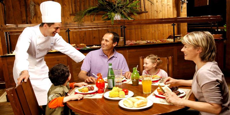 dineren met Disney figuren in Disneyland resort Paris